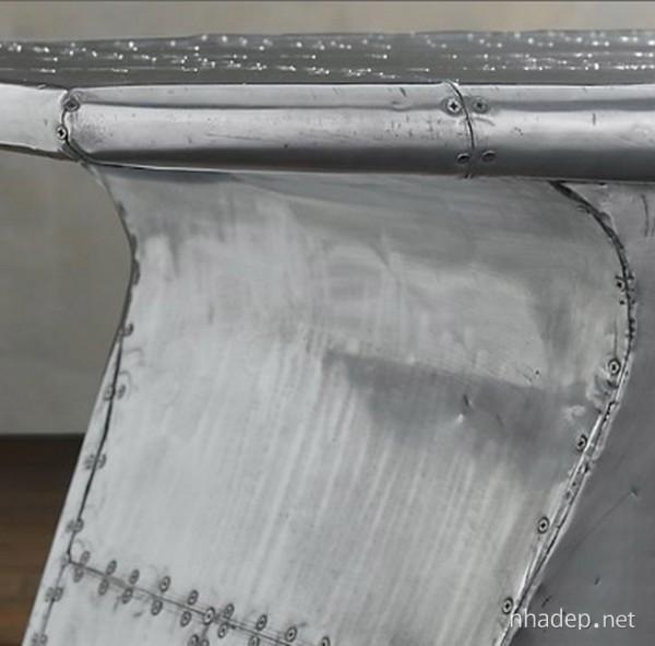 Bàn làm việc độc đáo từ cánh máy bay