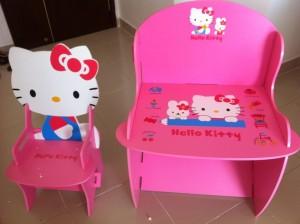 ban-hoc-cho-fan-cua-co-meo-hello-kitty