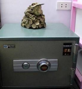 Đặt két sắt đúng hướng để hút tiền tài tài lộc cho bạn