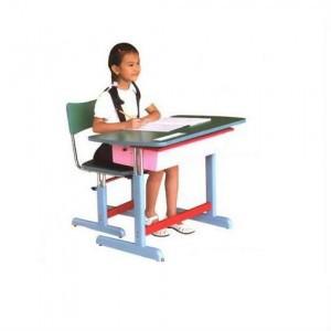 Dùng bàn học ở nhà tạo thói quen tốt cho trẻ