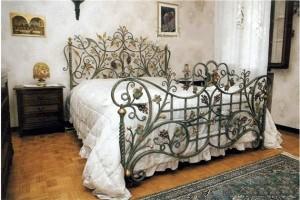 Giường sắt mang lại sự mát mẻ cho căn phòng bạn