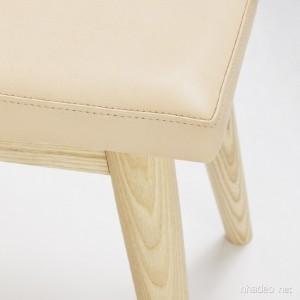 Tủ giầy đẹp được làm từ chất liệu gỗ kết hợp với da
