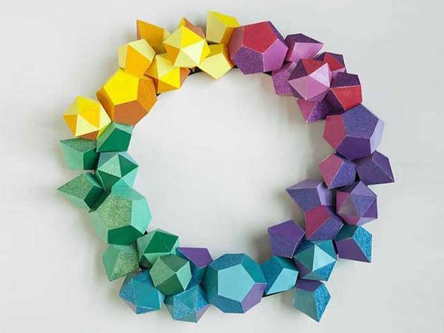 Vòng hoa Polygon từ Bảo tàng Nghệ thuật Frye trông rất vui nhộn